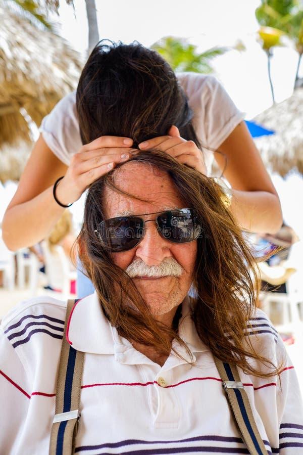 Farfar och sondotter royaltyfri fotografi