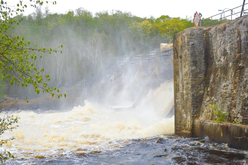 Farfarnedgångar Dam- Merrill, Wisconsin fotografering för bildbyråer