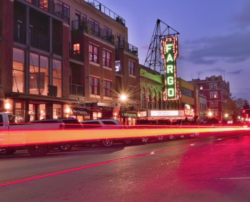 Fargo du centre et le theate de film de Fargo la nuit images libres de droits