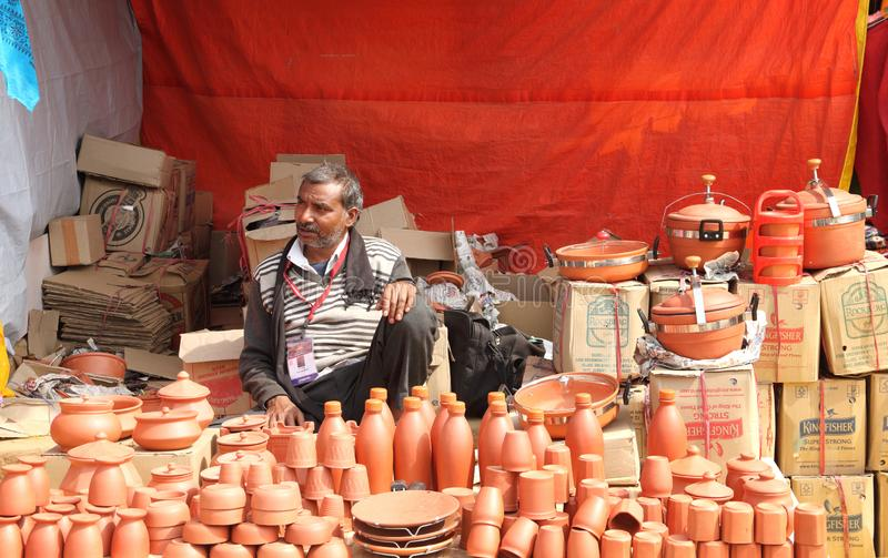 FARIDABAD, HARYANA/INDIEN - 16. FEBRUAR 2018: Handgemachtes Earthenw lizenzfreies stockbild