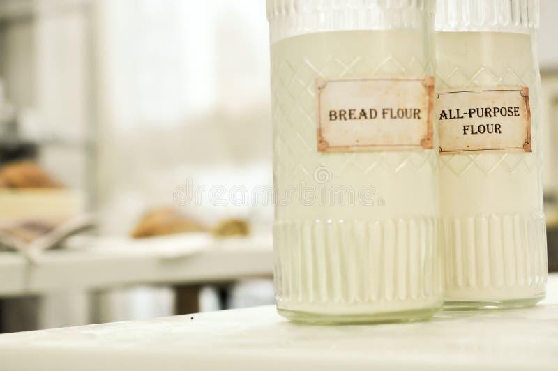 Farina da pane, ingredienti per rendere ad un segale-grano misto intero grano fotografia stock libera da diritti
