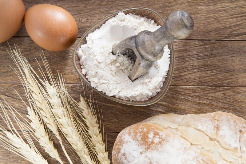 Farina, uova e pane di frumento fotografia stock