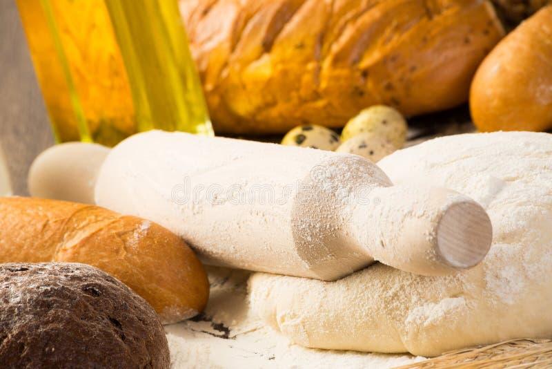 Farina, uova, pane bianco, orecchie del grano immagine stock libera da diritti