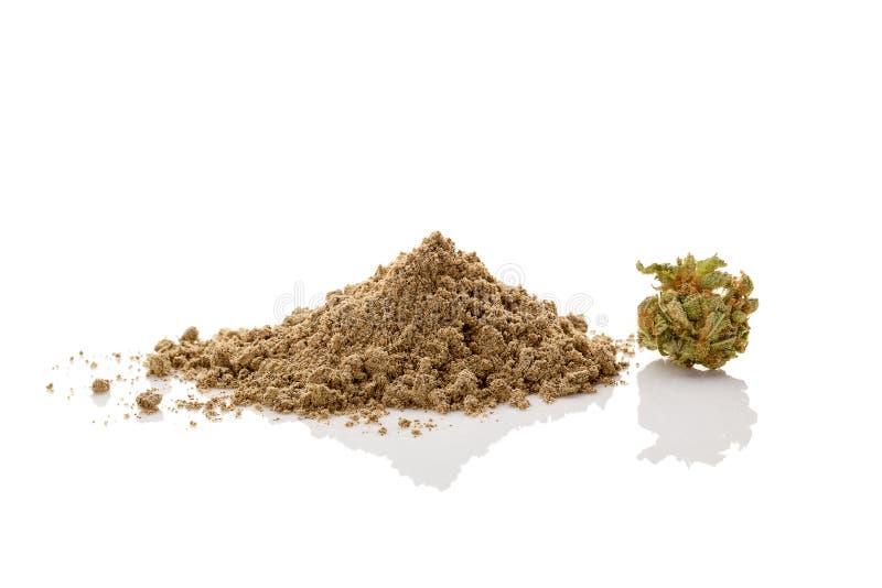 Farine de marijuana avec le bourgeon de ganja image stock