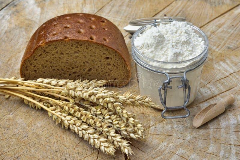 Farine, pain et céréales images stock