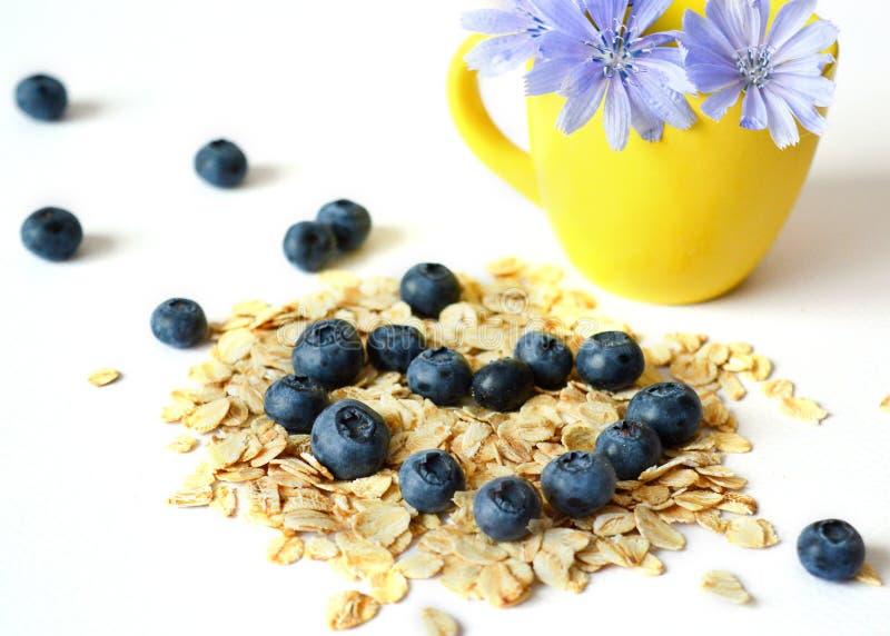 A farinha de aveia seca, toma o pequeno almoço o conceito de uma dieta saudável, dieta foto de stock royalty free