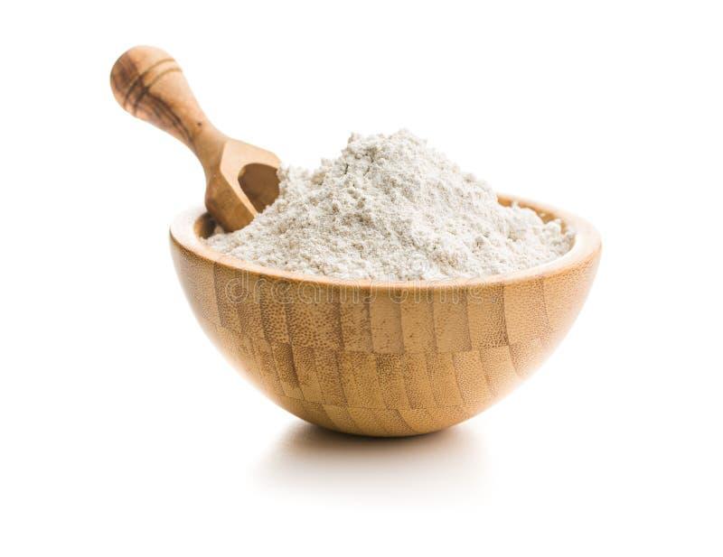 Farinha de trigo inteira da grão na bacia imagem de stock