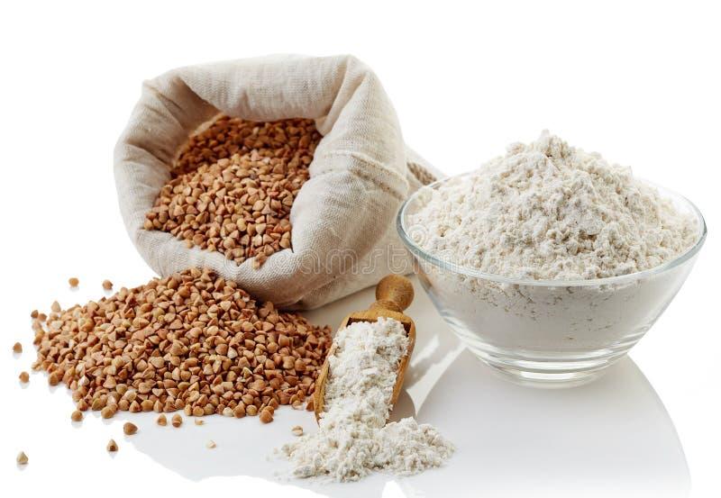 Farinha do trigo mourisco e trigo mourisco imagens de stock royalty free