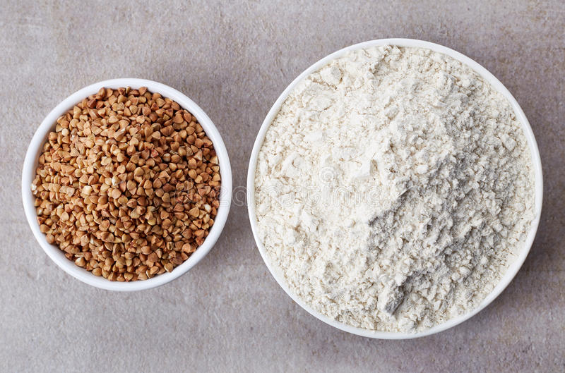 Farinha do trigo mourisco e trigo mourisco fotos de stock royalty free