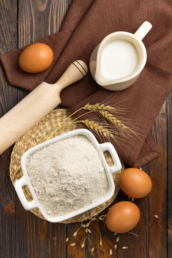 Farinha, leite e ovos imagem de stock royalty free