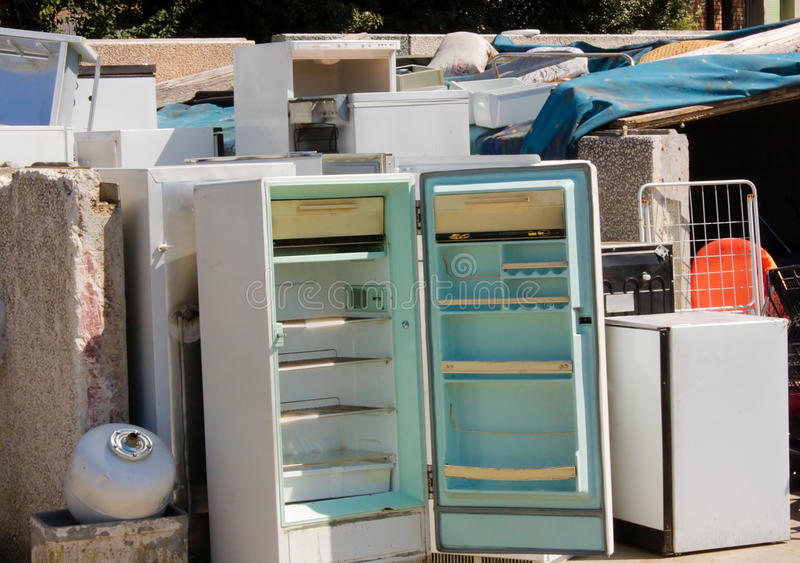 farlig avfalls för broken kylar royaltyfri foto