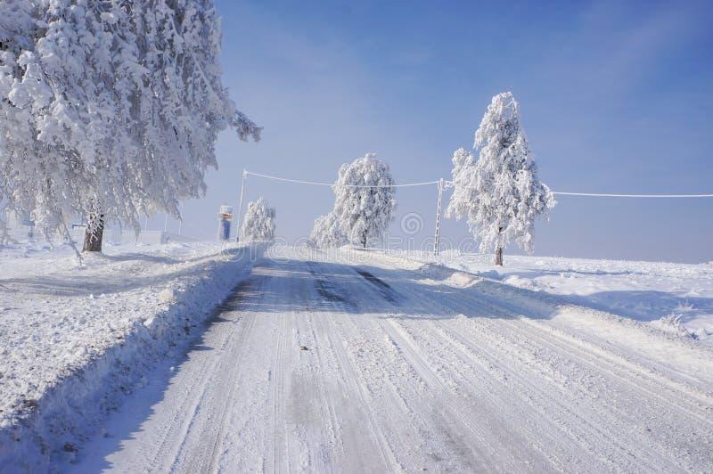 Farlig vinterväg fotografering för bildbyråer