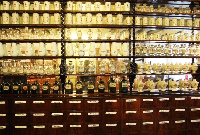 Farmácia histórica imagens de stock royalty free