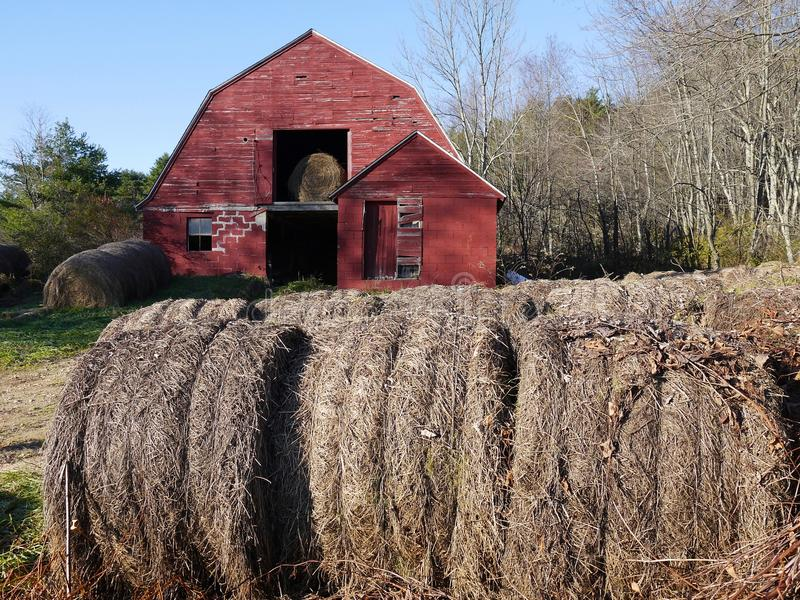 Farm: hay bales with old red barn - h stock images
