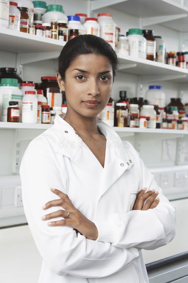 Farmacéutico confiado In Pharmacy imágenes de archivo libres de regalías