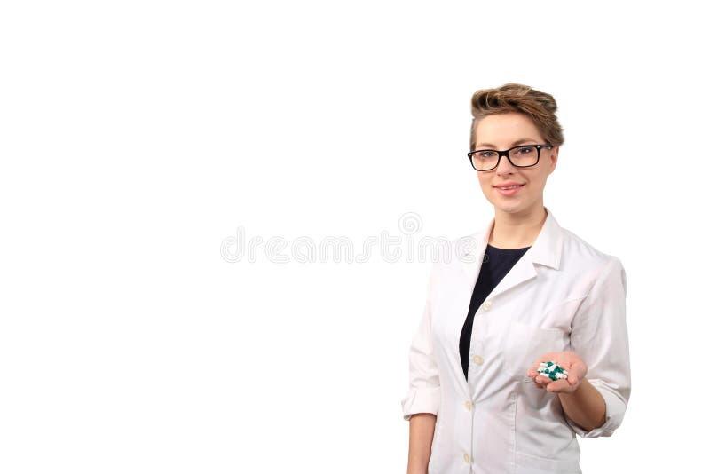 Farmacéutico de sexo femenino joven imagen de archivo libre de regalías