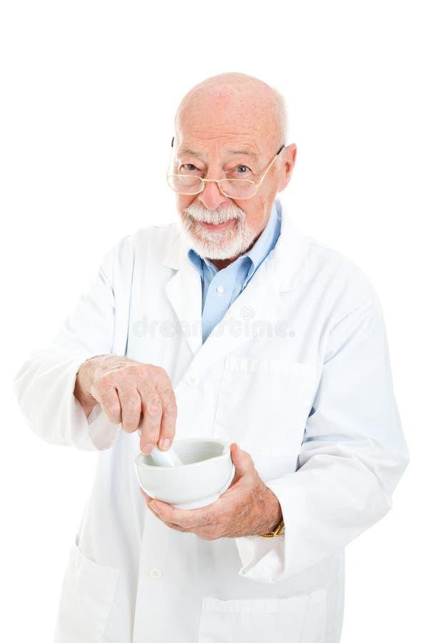 Farmacêutico com almofariz e pilão fotos de stock