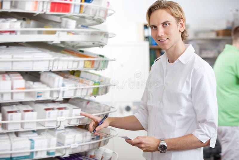 Farmacêutico no trabalho imagem de stock royalty free