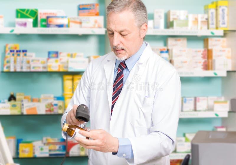 Farmacêutico no trabalho imagens de stock