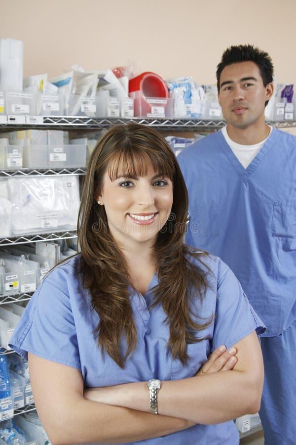 Farmacêuticos na sala de hospital fotos de stock royalty free