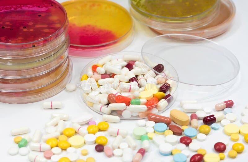 Farmaceutisch geneesmiddel, behandeling in container voor gezondheid royalty-vrije stock foto's