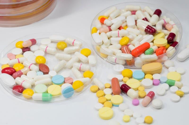 Farmaceutisch geneesmiddel, behandeling in container voor gezondheid royalty-vrije stock foto