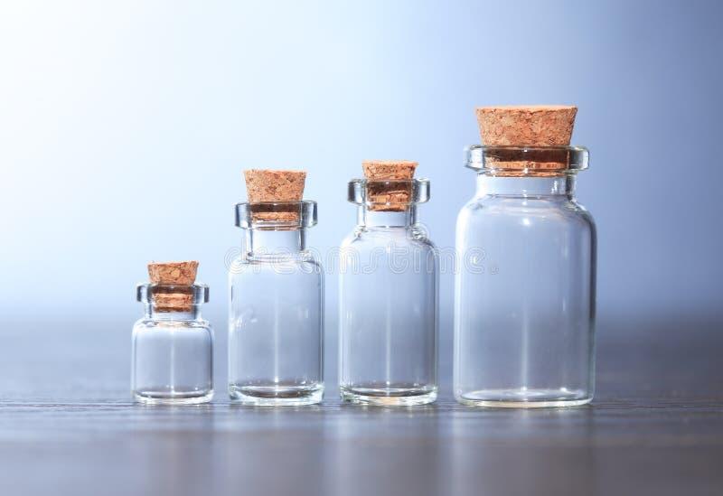 Farmaceutische Geplaatste Fiolen stock foto's