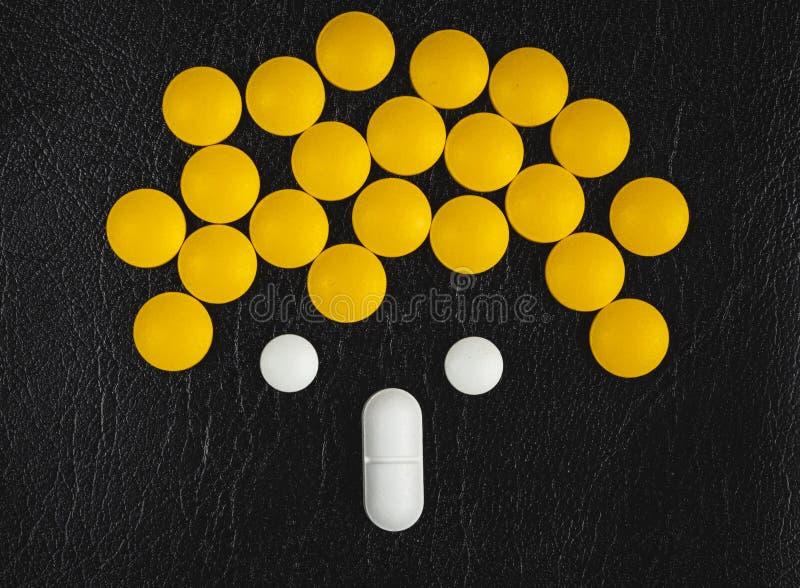 Farmaceutiskt medicinpiller royaltyfria foton