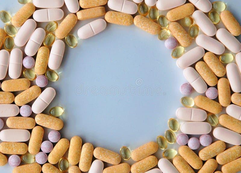 Farmaci da vendere su ricetta medica, medicina mista delle pillole e supplementi di salute immagine stock libera da diritti