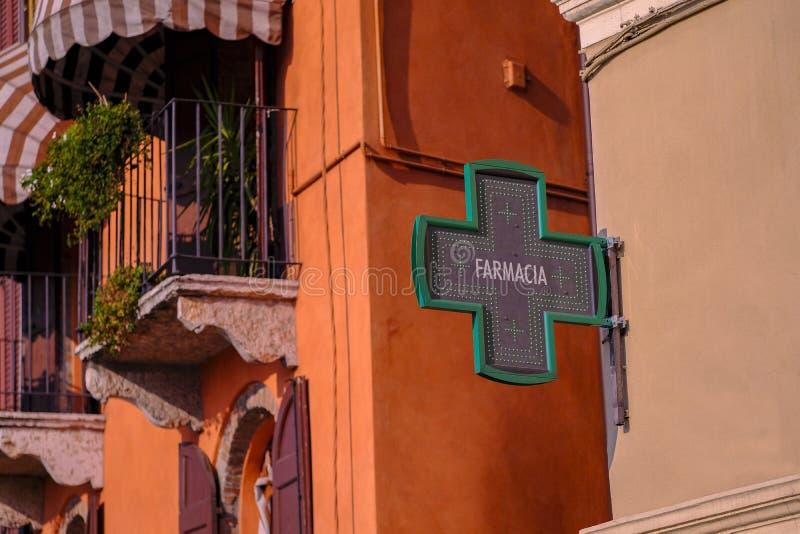 Farmacia, apotheek en groen kruis royalty-vrije stock afbeeldingen