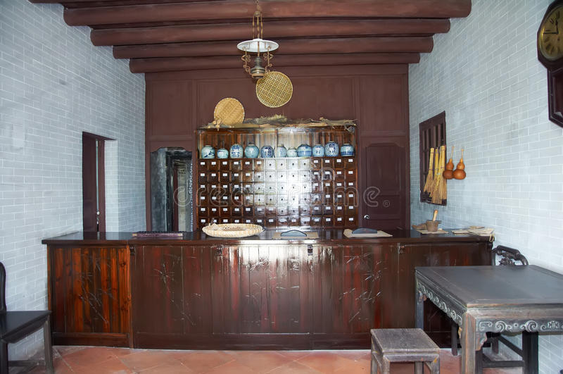 Farmacia china vieja de la tienda de la medicina tradicional de China foto de archivo