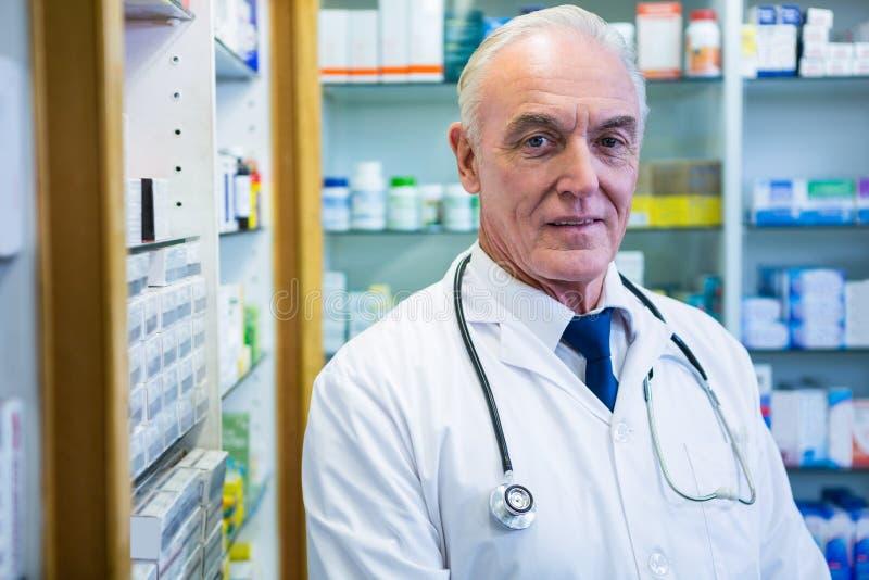 Farmacista con uno stetoscopio immagini stock libere da diritti