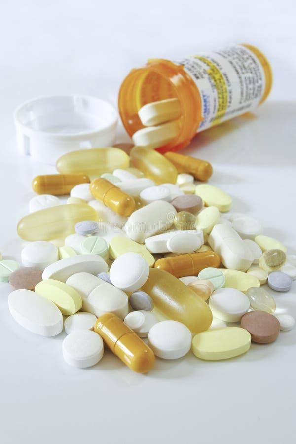 Farmaco e bottiglia fotografia stock libera da diritti