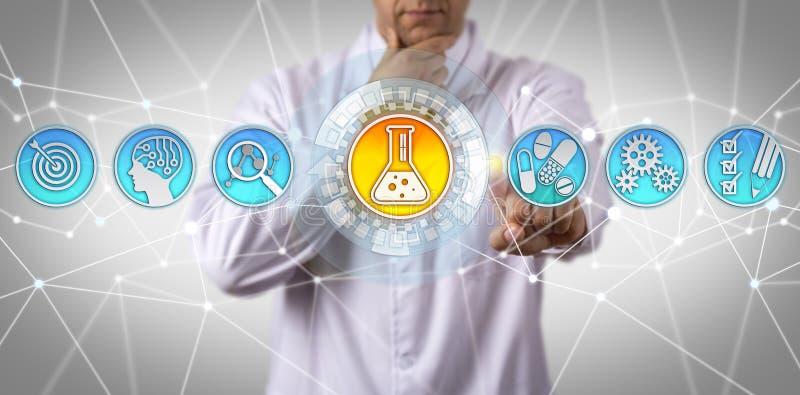 Farmacoloog die Therapeutische Substantie identificeren royalty-vrije stock afbeeldingen