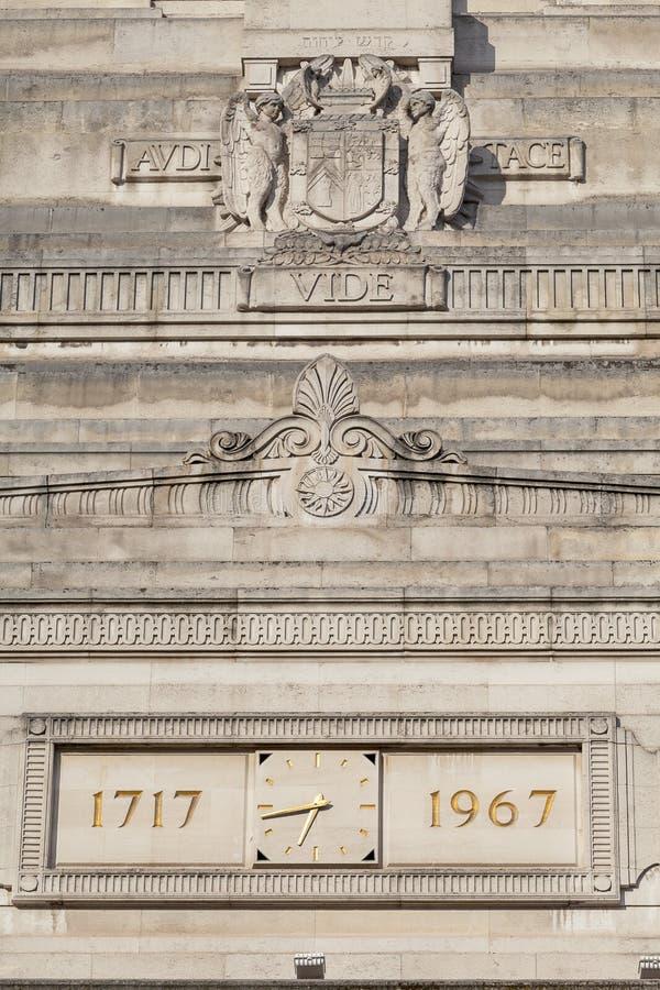 Farmazony Hall w Wielkiej królowej ulicie, fasada, Londyn, Zjednoczone Królestwo zdjęcie royalty free