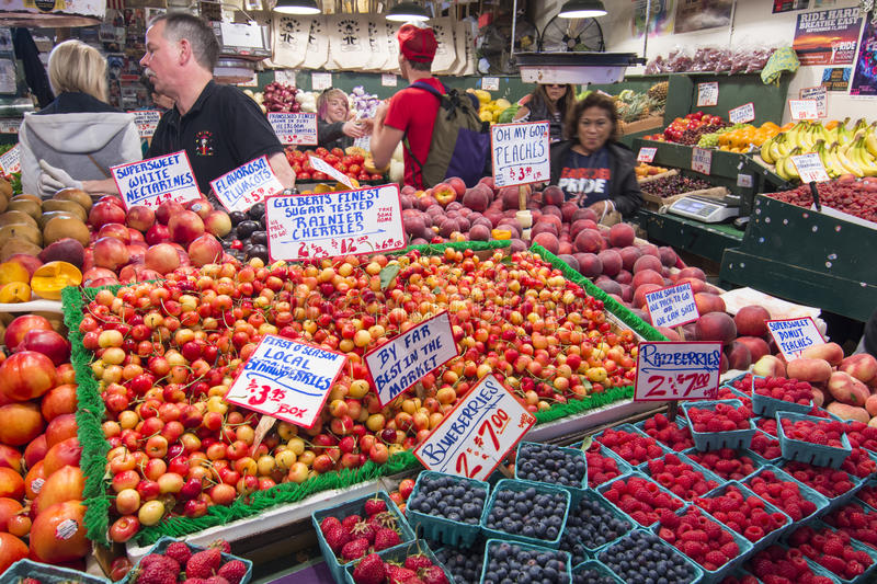 Farmer's market at Seattle's Pike Place Market stock photography