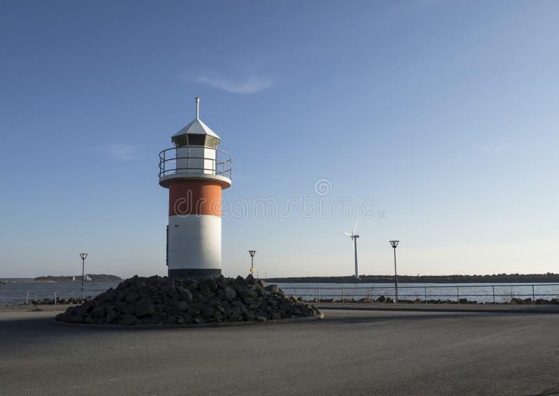 Faro accanto al mare fotografia stock