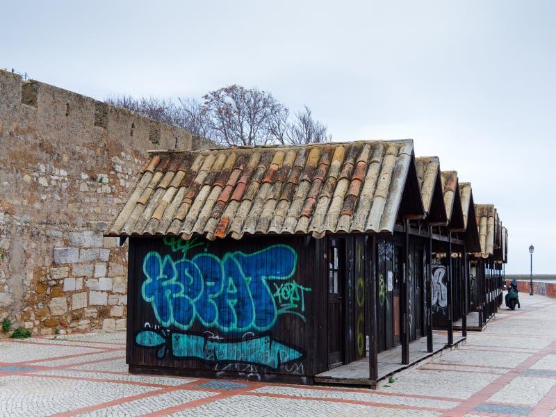 FARO, ALGARVE/PORTUGAL DEL SUD - 7 MARZO: Capanne di legno fuori immagine stock