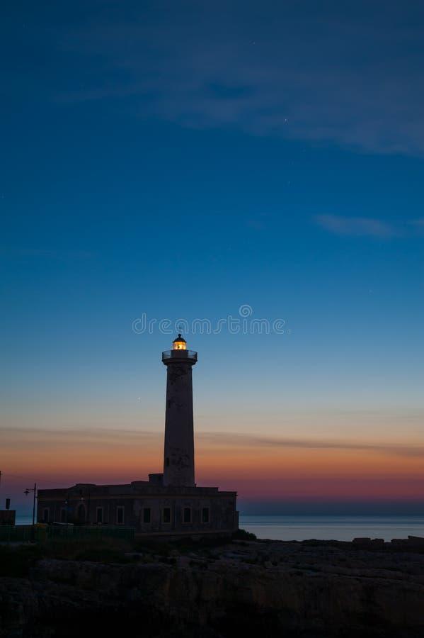 Download Faro all'alba… fotografia stock. Immagine di pacifico - 55352172