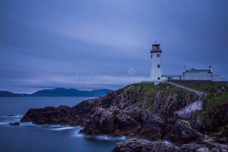 Faro bianco, testa di Fanad, Irlanda del nord fotografie stock libere da diritti