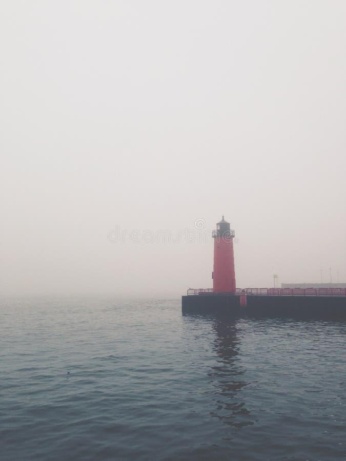 Faro brumoso fotografía de archivo