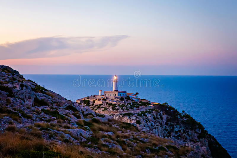 Faro a capo Formentor nella costa di Mallorca del nord, Isole Baleari della Spagna fotografia stock libera da diritti