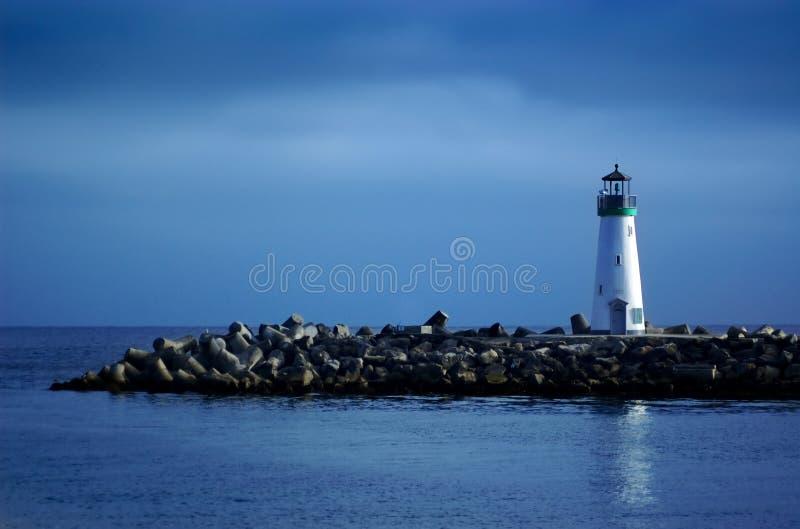 Faro con cielo blu immagini stock