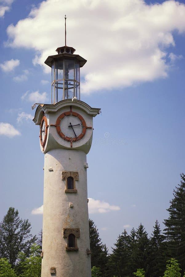 Faro con el reloj imágenes de archivo libres de regalías