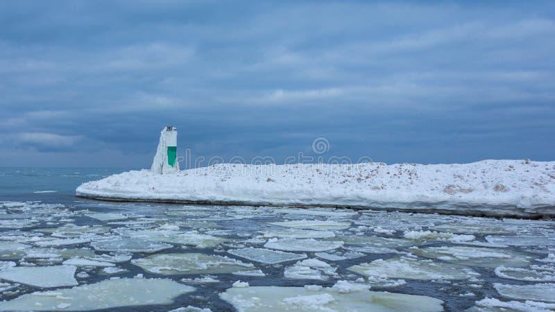 Faro congelado del invierno fotografía de archivo