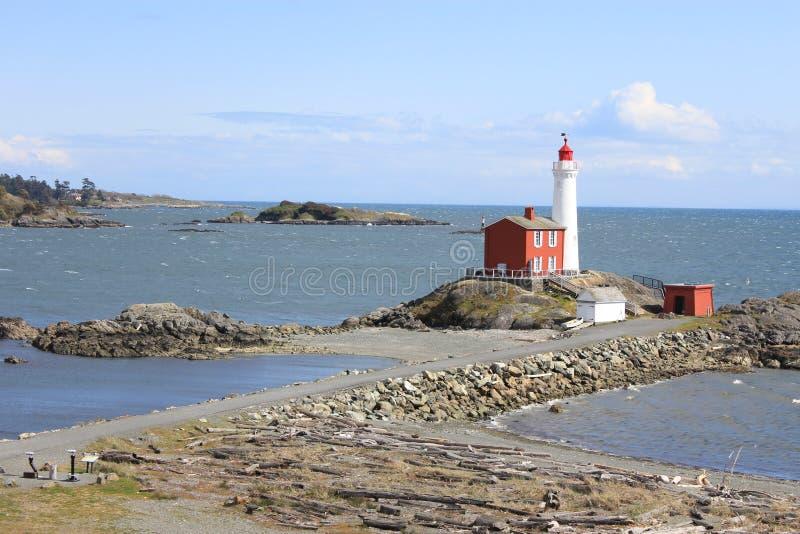 Faro contro un cielo blu sull'isola di Vancouver immagine stock libera da diritti