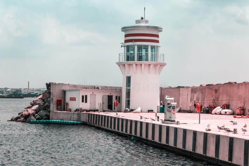 Faro dal mare di Marmara a Tuzla fotografie stock