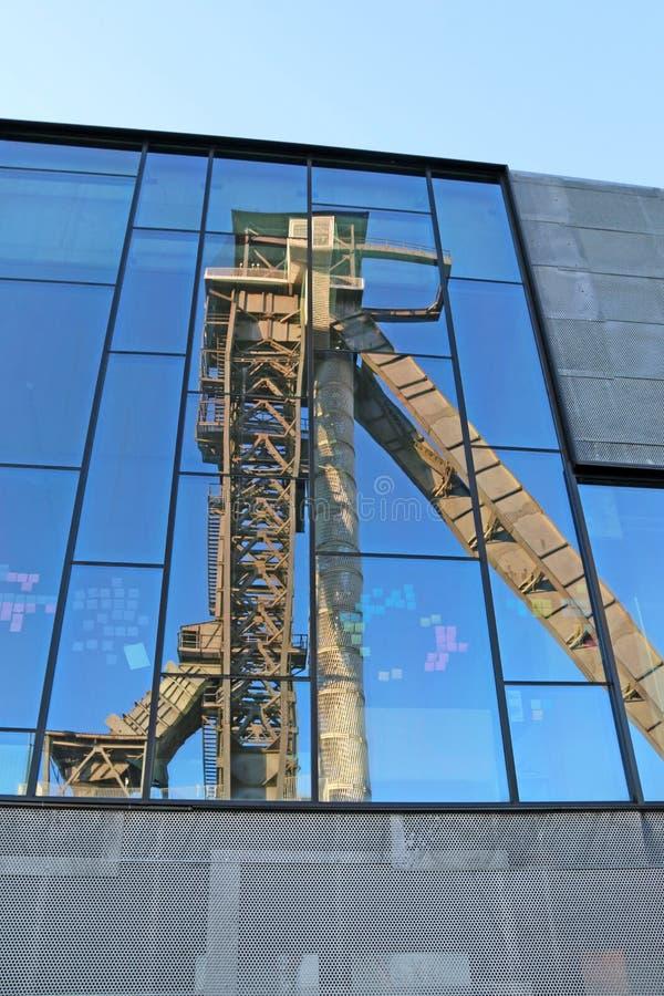 Faro de C-mina en Bélgica reflejado en vidrio foto de archivo libre de regalías