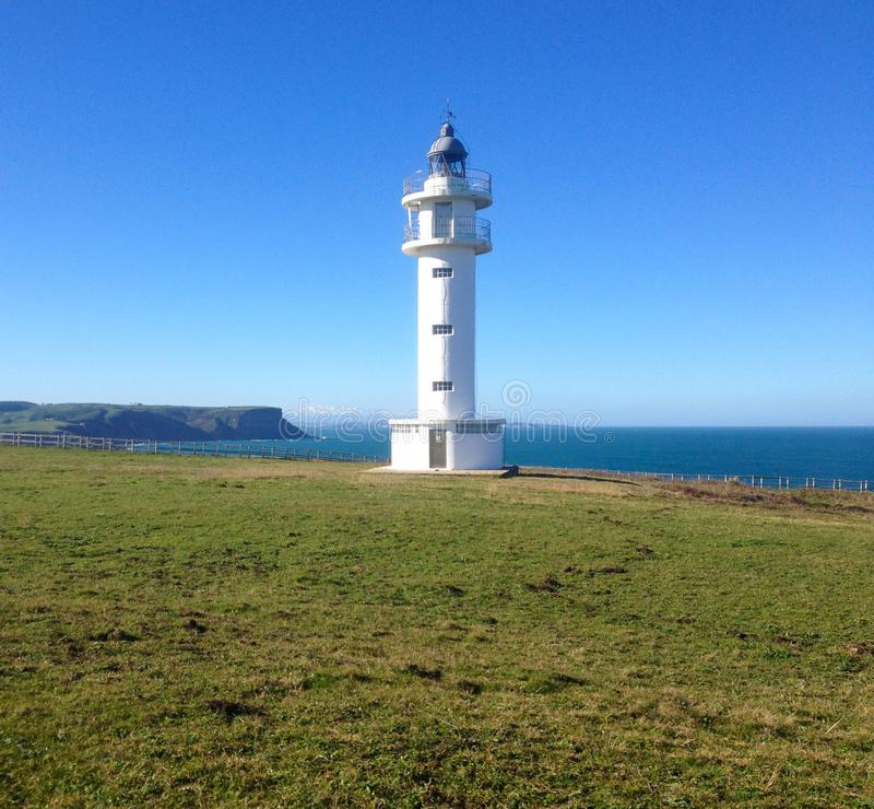 Faro Faro de cabo Ajo, Bareyo, Cantabria, España septentrional fotos de archivo libres de regalías