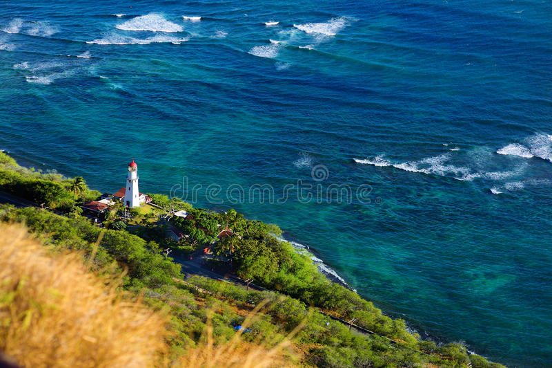 Faro de Diamond Head en la ciudad de Honolulu imagenes de archivo